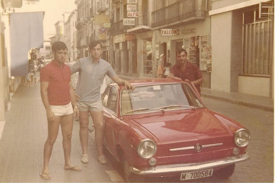 13aTomas Sanchez cambia del 4-4 al Seat 850 Coupe Madrid 1968
