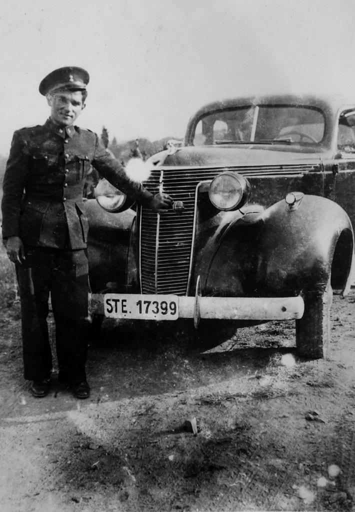 2pasado algunos meses le destinaron al frente bajo las ordenes de un importante jefe de artilleria