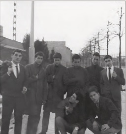 T.Sanchez con los compañeros de Bachillerato 1963