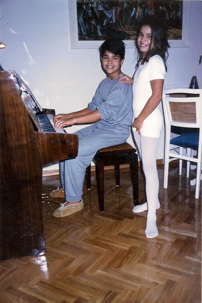 Tocando el piano Diciembre 1989
