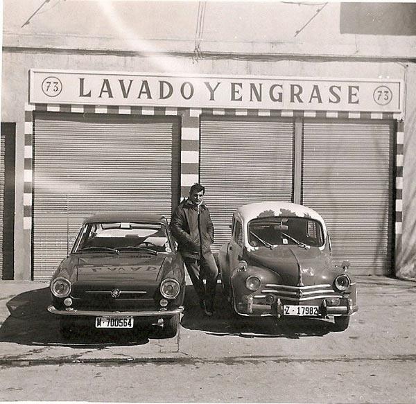 1-Renault-44-y-seat-coupe-850-madrid-1969-se-dirige-para-hacer-ejercicio-a-la-casa-de-campo