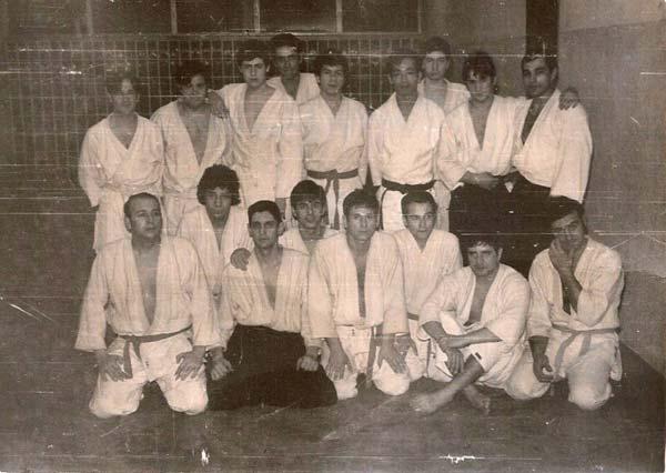 4-foto-del-grupo-una-vez-terminada-la-clase-Coyrema-Clase-de-Kitaura-1969-(1)