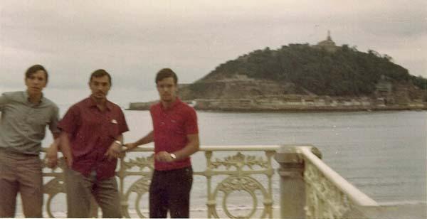 7b-Agosto-1969-terminando-en-San-Sebastian-en-la-Concha-ante-un-bonito-paisaje