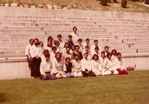 Tomas-Sanchez-con-los-alumnos-de-la-Ciudad-Universitaria-1978