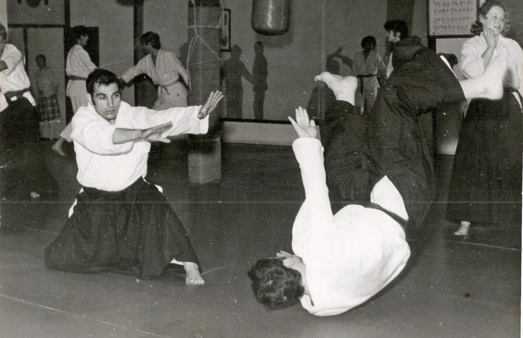 11 Impartiendo la clase de los domingos en el Gimnasio Dojo de Madrid Calle Sombrereria . 1972