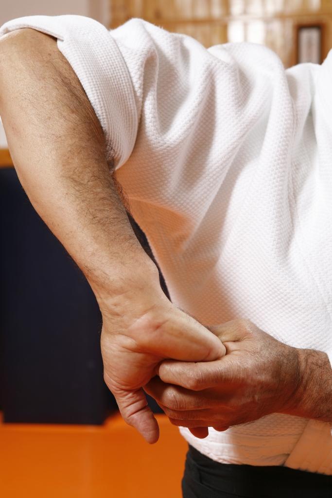 5 SANKYO UNDO implicando el hombro