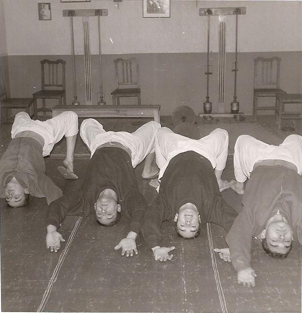 6 Tomas y unos compañeros entrenando cuello 1966