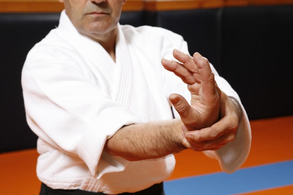 6A KOTEGAESHI UNDO con la intervención del hombro además de la muñeca y el codo