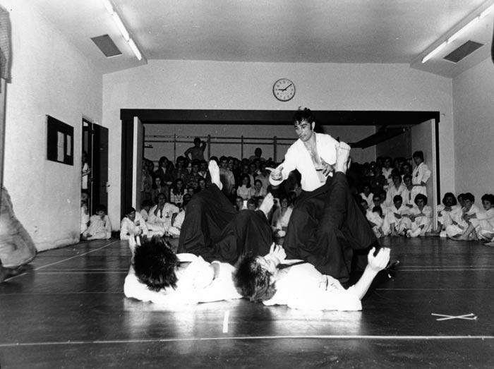9-1975-Exhibicion-Madrid-dojo-Antonio-Oliva