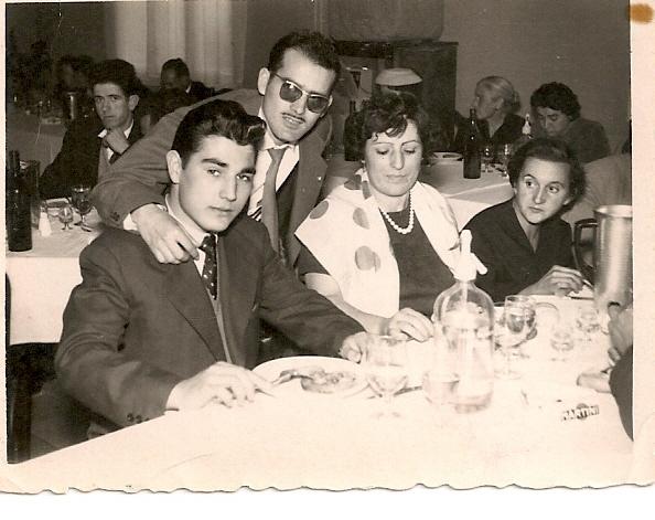 5e con 16 años y cara de buena persona hacia mis trastadas en la foto en compañia de mi madre