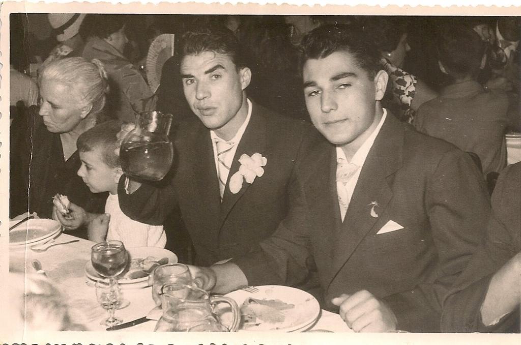 9 Con 17 años en 1960 con la moto que utilizaba para los garbeos por madrid