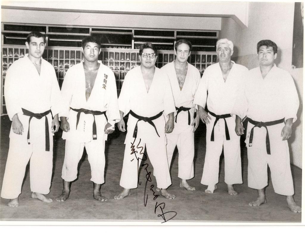 2 1967 Gimnasio Coyrema T.Sanchez y Uzawa como maestros de Judo acompanados por unos amigos Japoneses
