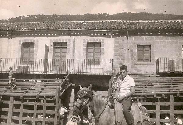 Tomas-1959,-en-la-Plaza-de-los-Toros