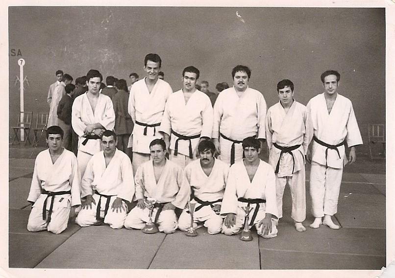 9 Tomas con los participantes de una competición en la ciudad de Segovia
